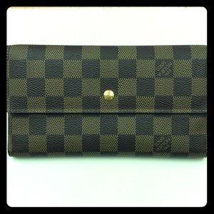 Louis Vuitton wallet EUC